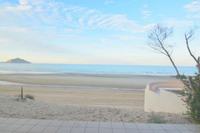 A tan solo unos pasos del la playa luis condo 3